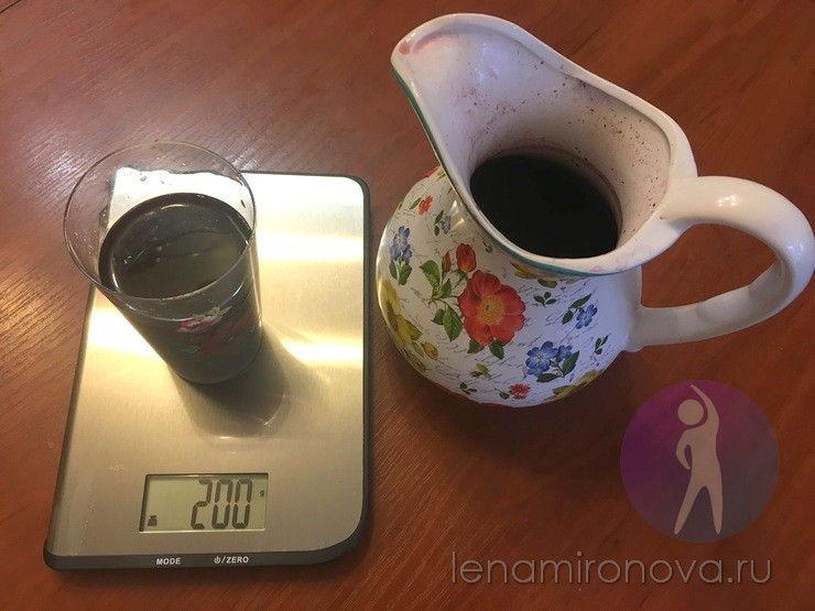 стакан компота на весах