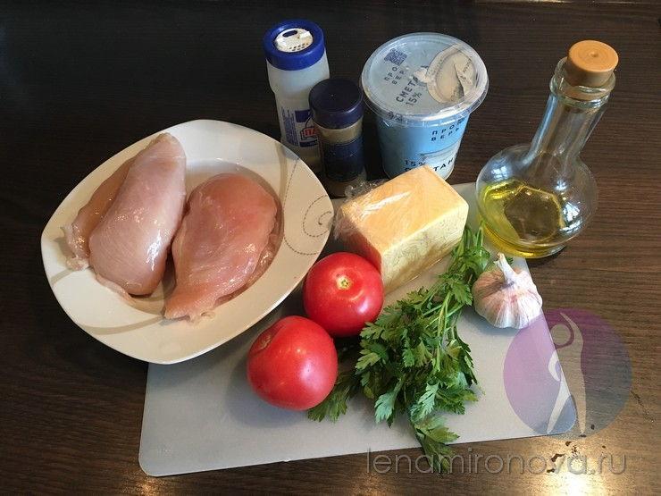 Сырое куриное филе и продукты для его запекания
