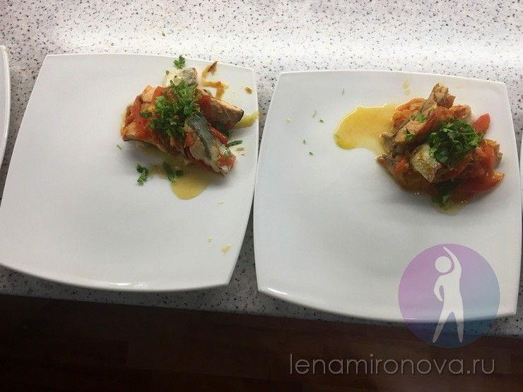 две тарелки с рыбой