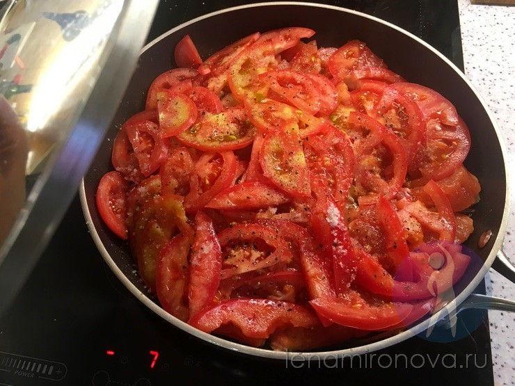 помидоры на сковороде