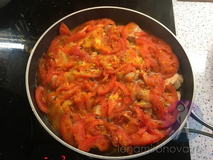 тушеные помидоры с рыбой