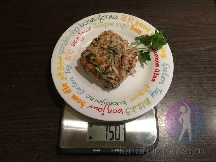 тушеные грибы на весах