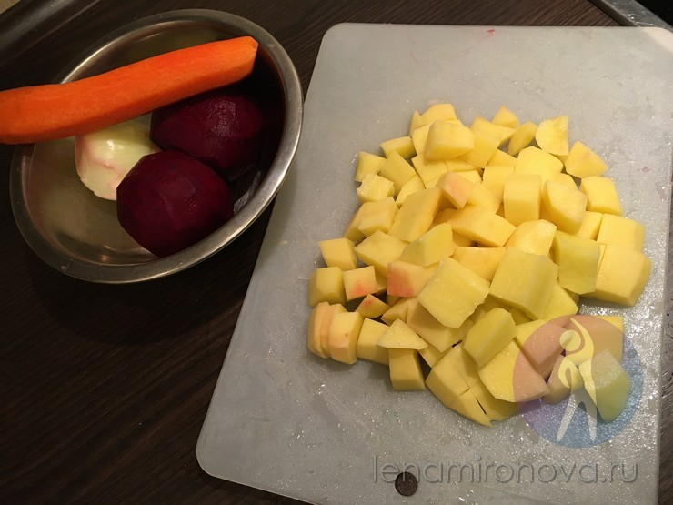 сырой нарезанный картофель