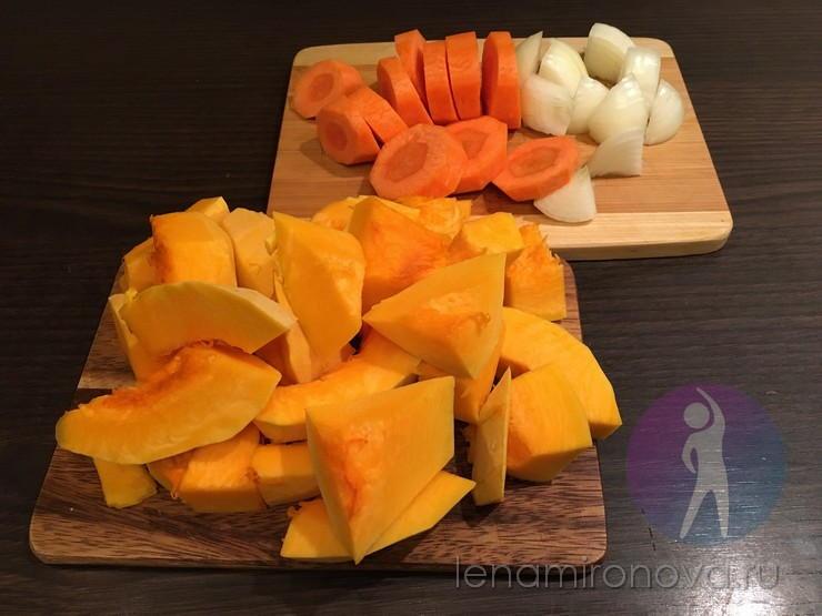 нарезанные тыква, морковь и лук