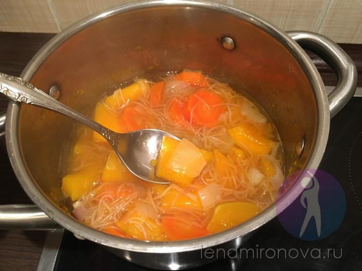 вареные овощи с вермишелью