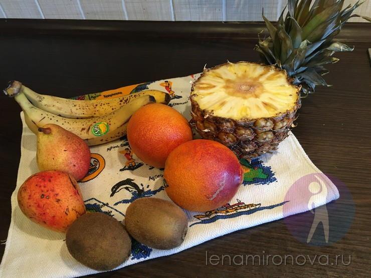 Бананы, груши, киви, апельсин, ананас