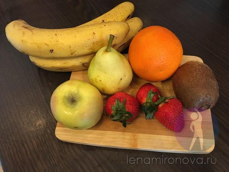 бананы, яблоко, груша, апельсин, киви, клубника