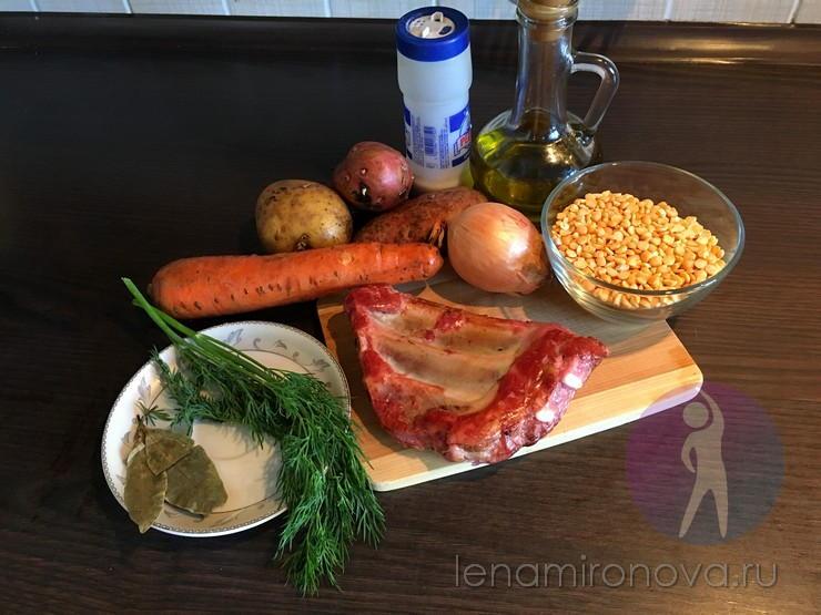 Продукты для супа с горохом на столе