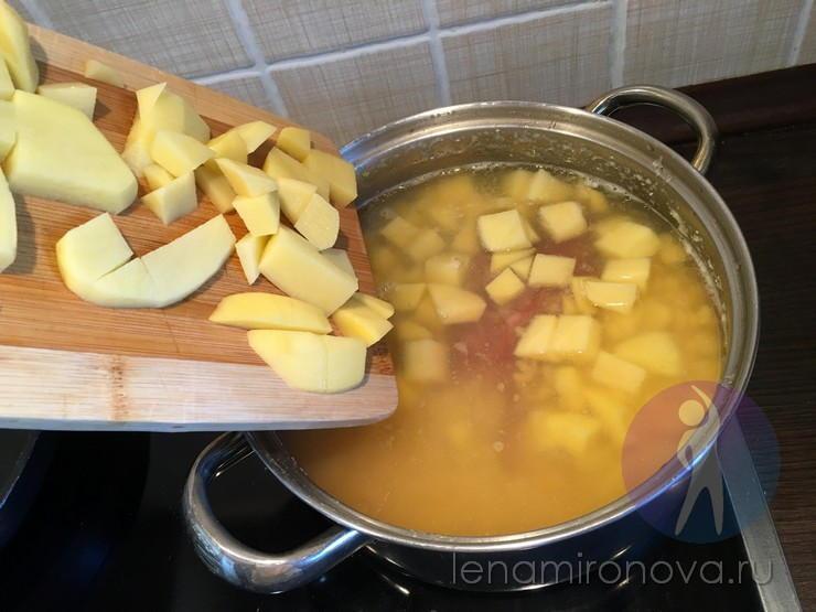 Кастрюля с картофелем