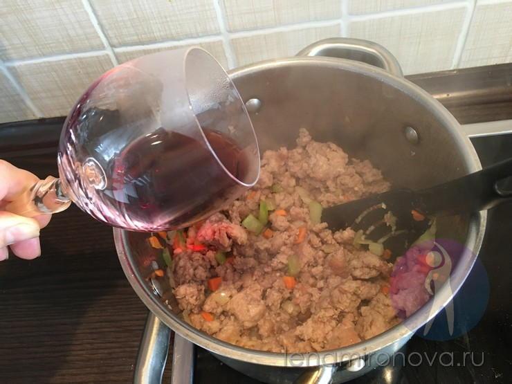 в мясо добавляют вино
